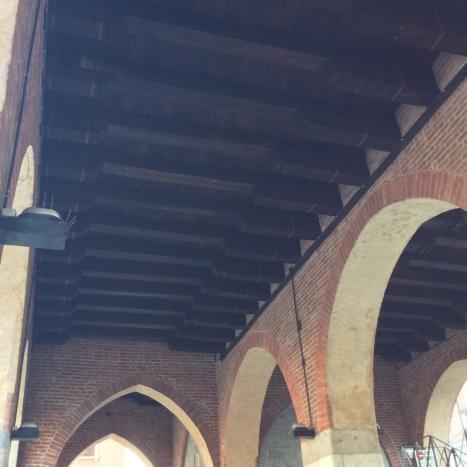 Le travi sotto il portico dell'Arengario